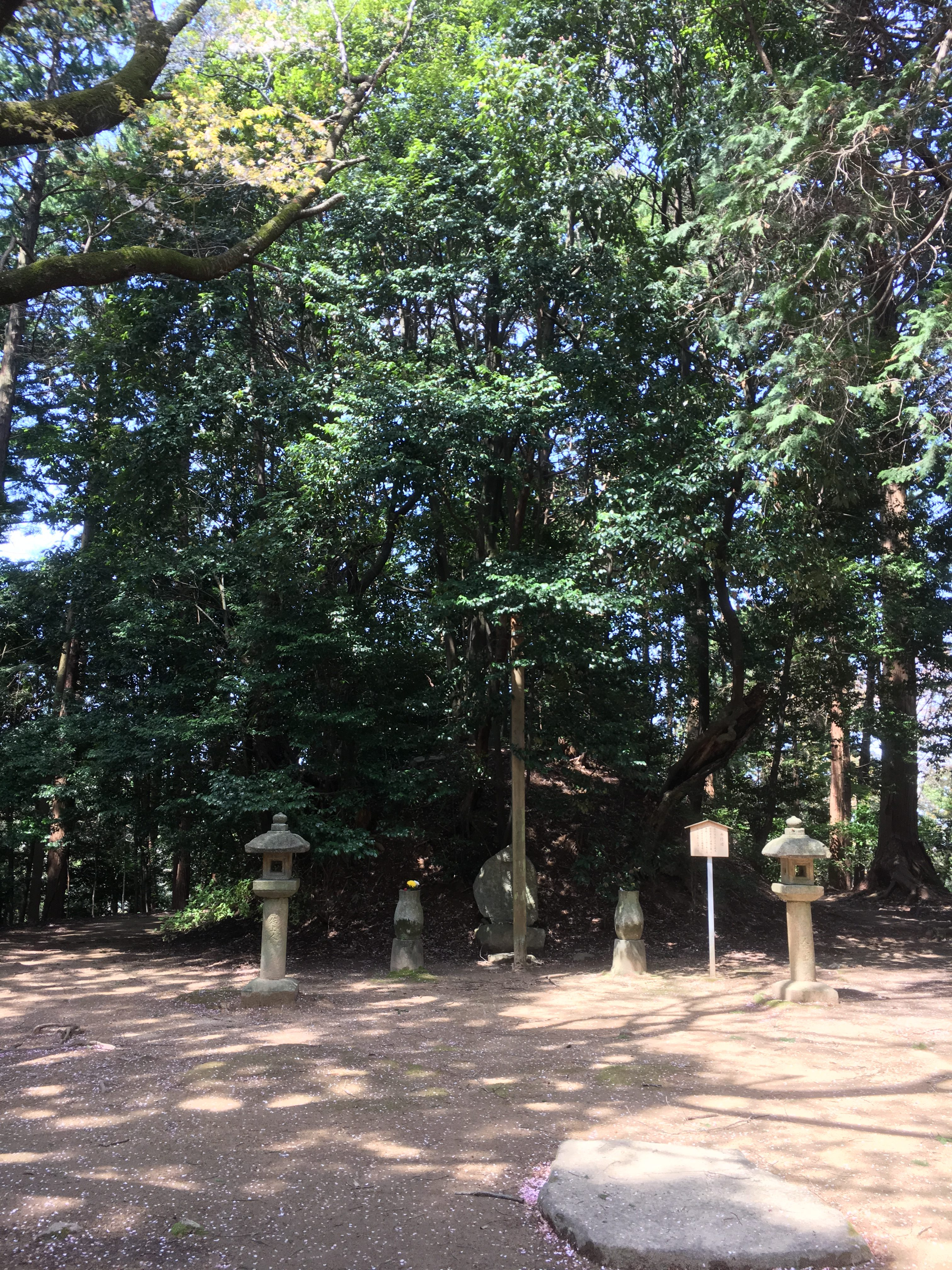 The grave of famous poet and monk saigyo at hirokawa temple