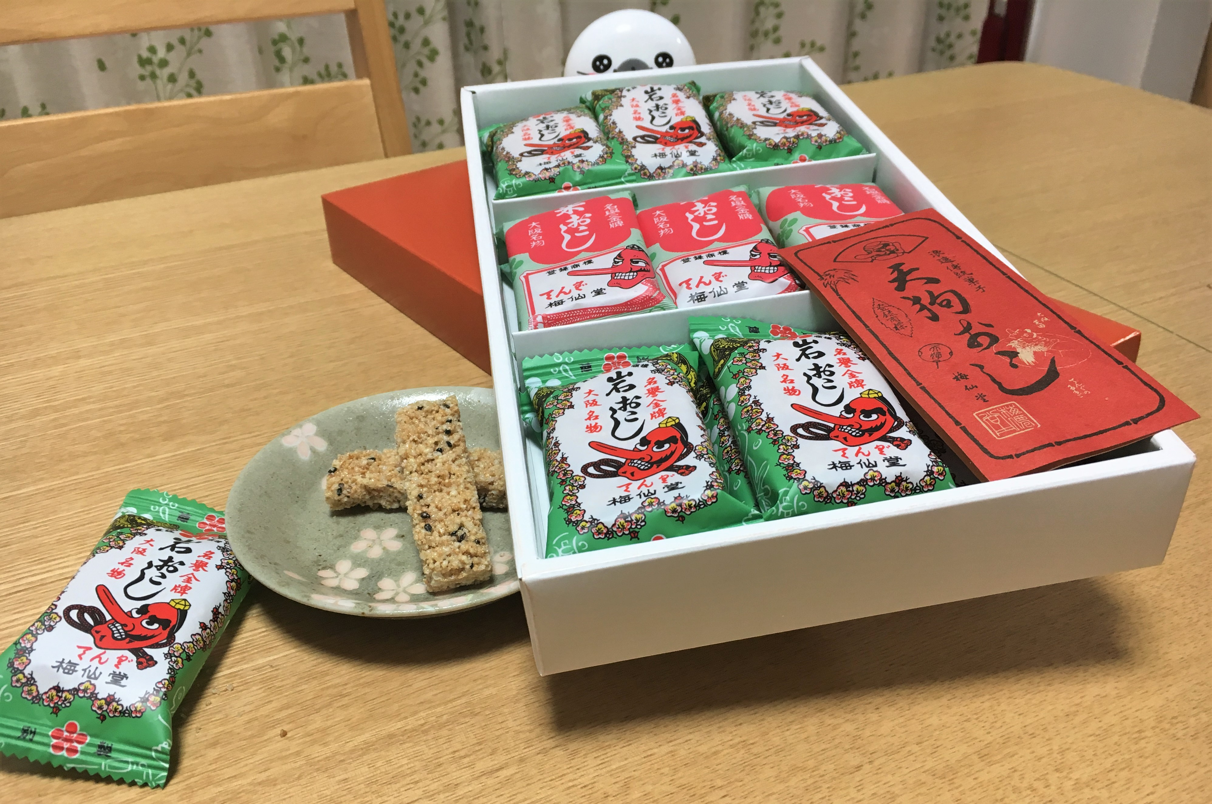 gift set of various kinds of okoshi from Baisendo in Osaka