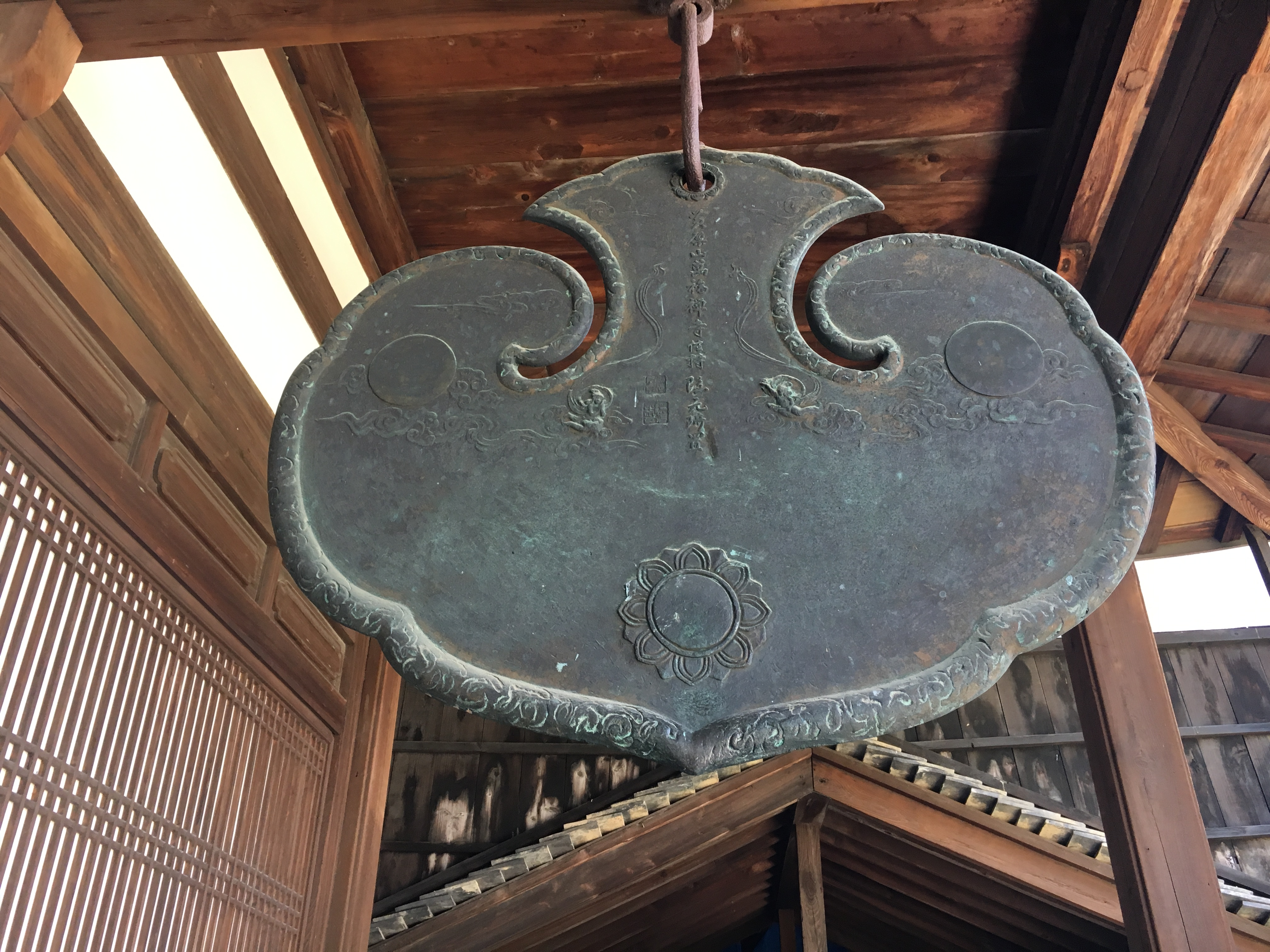unusual spade shaped metal gong called an unpan at manpuku-ji temple