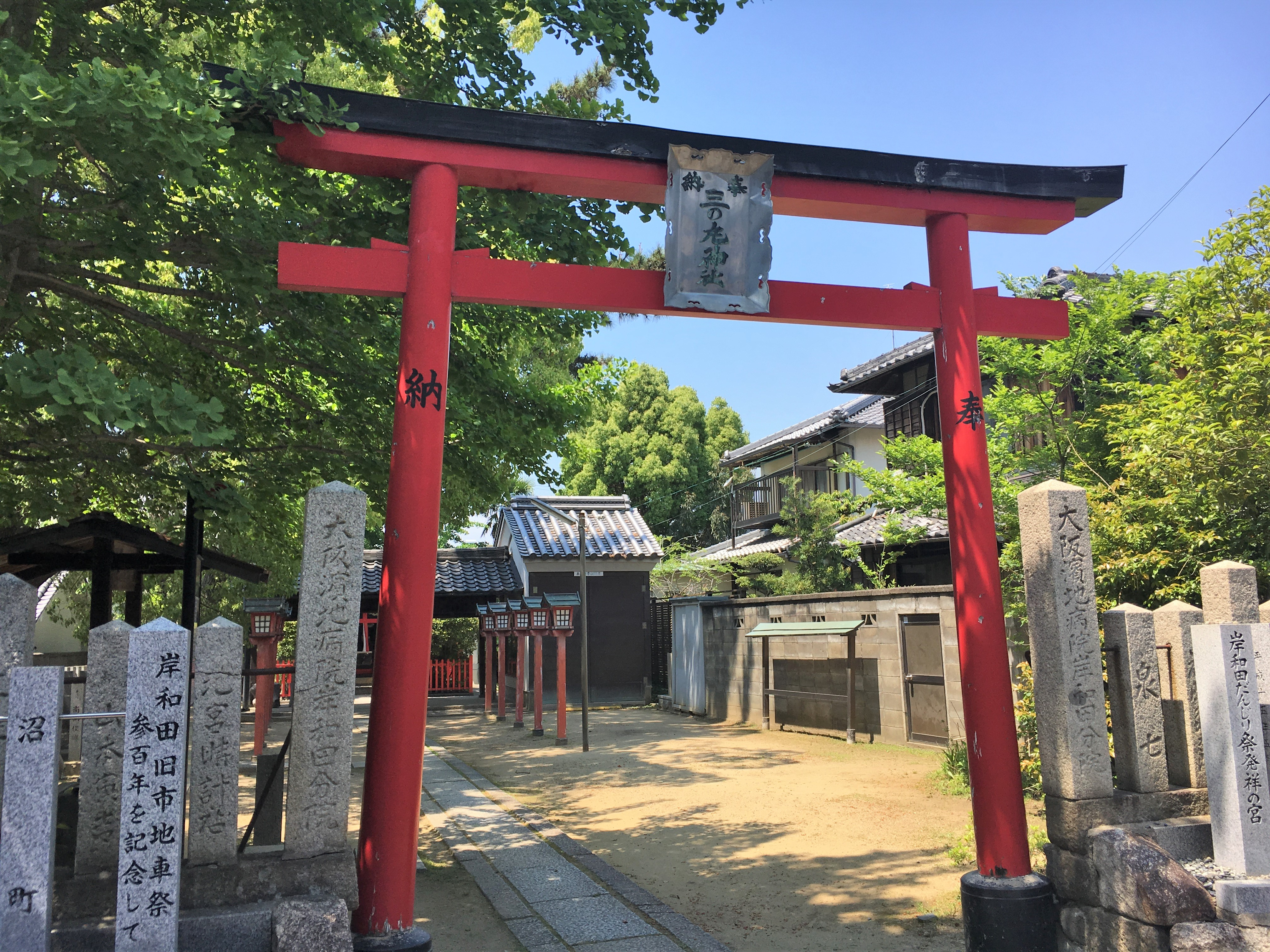 entrance of sannomaru shrine marked by bright vermilion torii