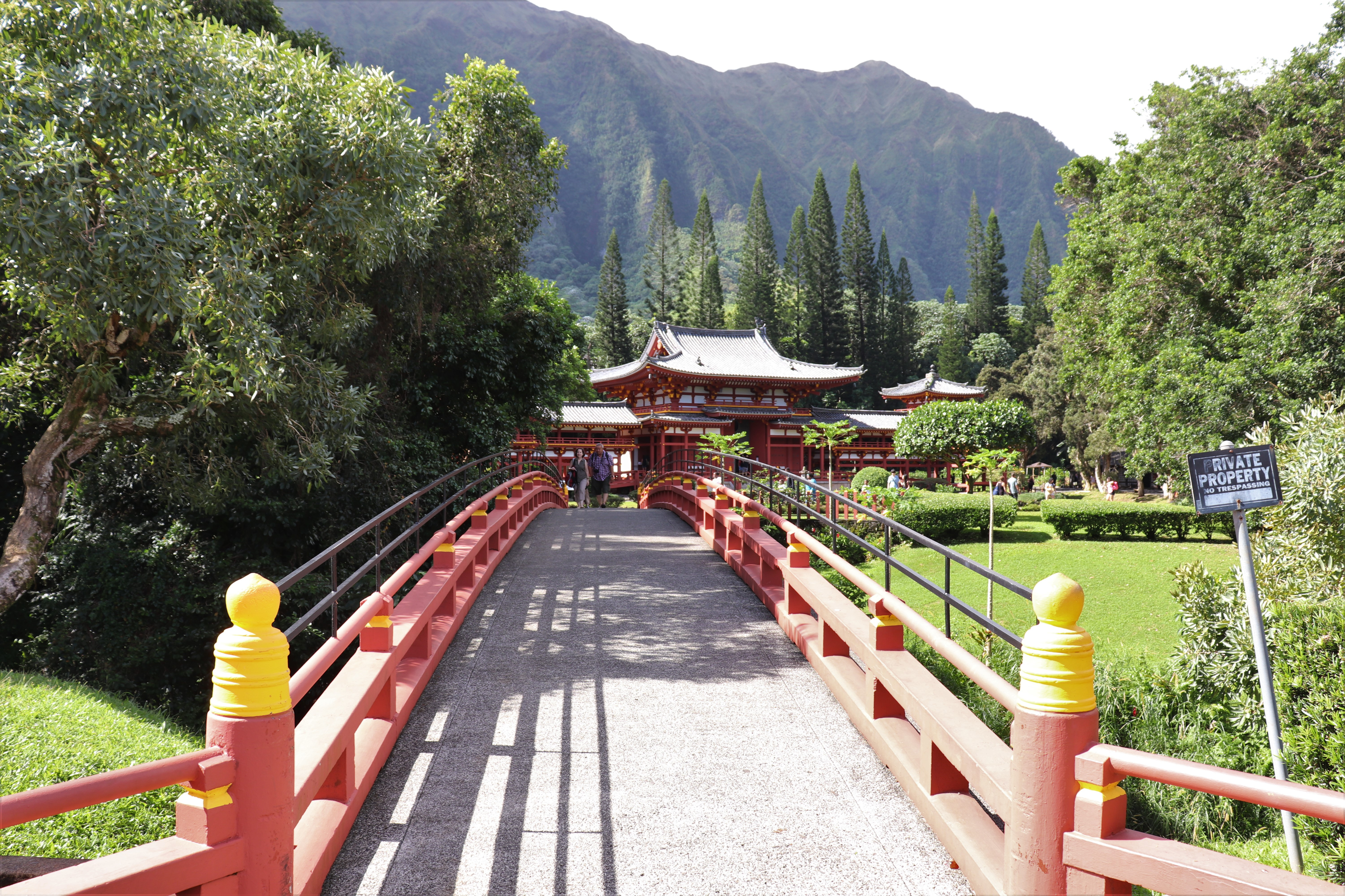 brisge leading to the byodo-in temple in Oahu, hawaii