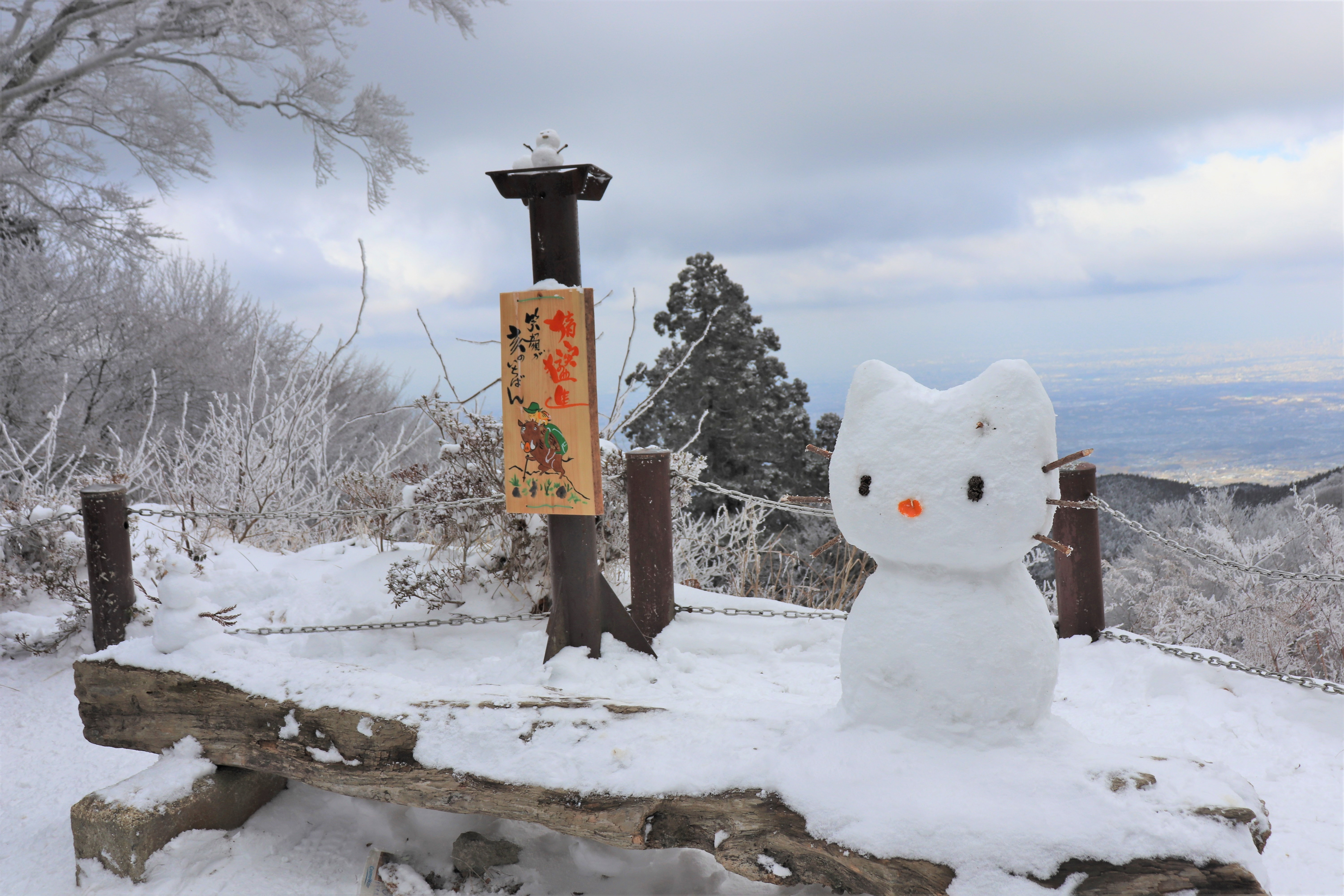 kitty-chan snowman on the top of mount kongo