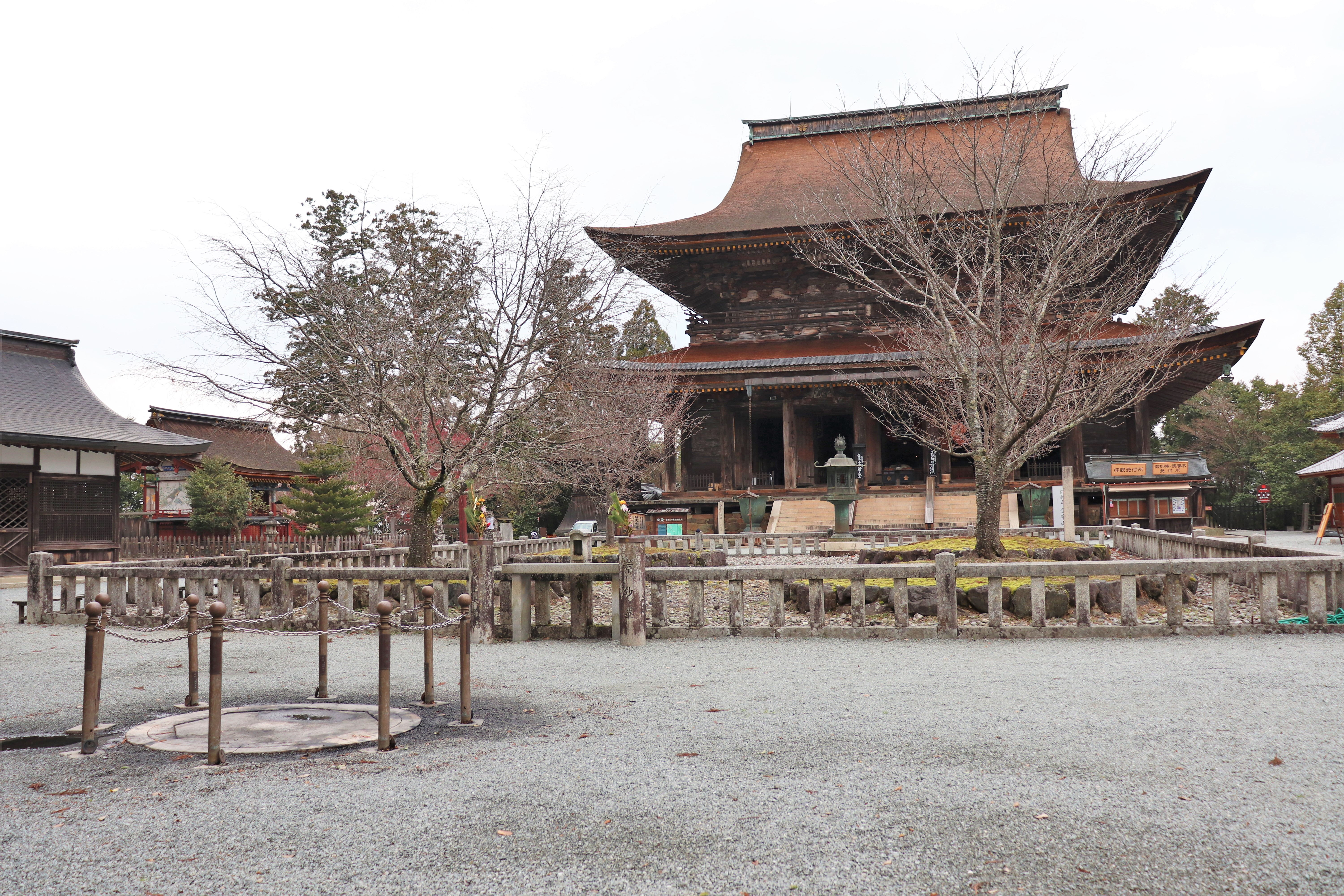 temple square of Kinpusen-ji