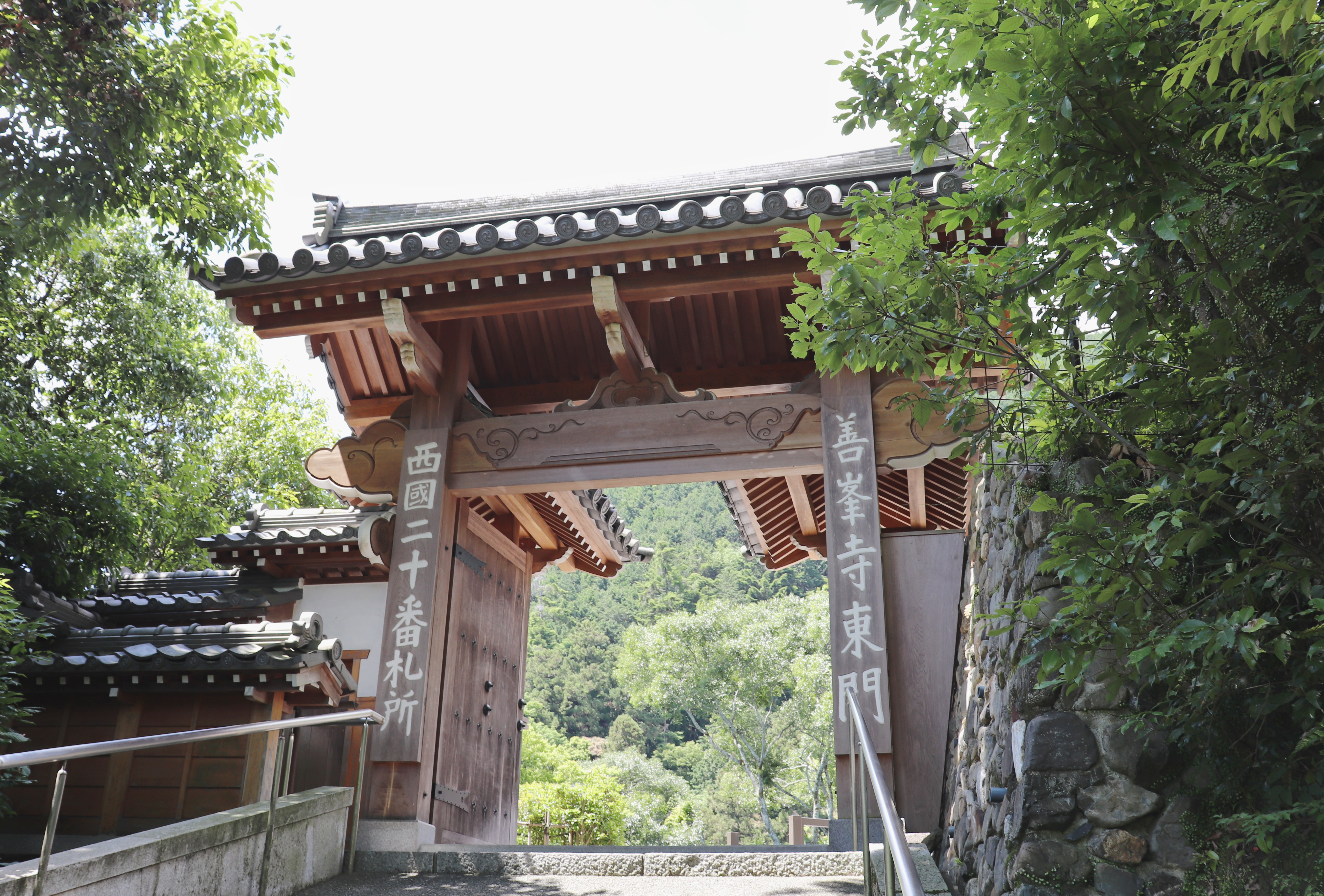 first wooden gate of Yoshiminedera temple