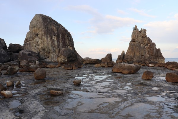 Hashigui-iwa Rocks at low tide